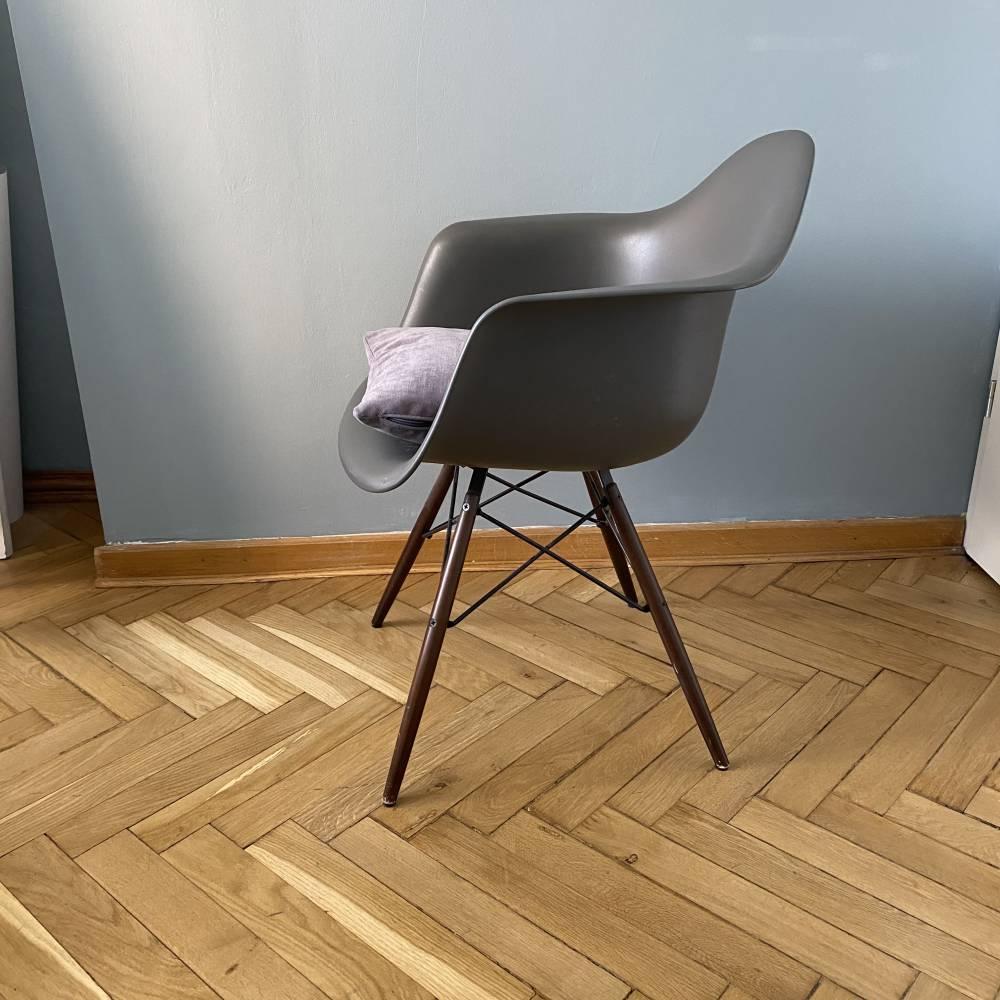 Eames Armchair DAW