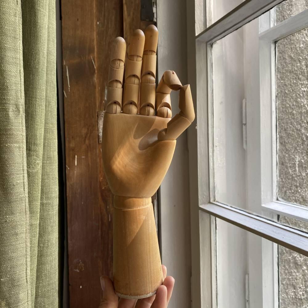 Dłoń z drewna